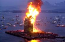 Das größte Mittsommerfeuer der Welt lodert im norwegischen Ålesund