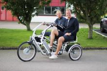 Funktionshinderbanan stannar i Botkyrka under 80 mils cykelturné för fler och bättre LSS-hem