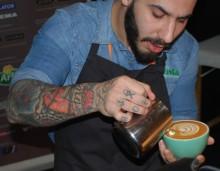 Barista vinner dubbla SM-medaljer i Latte Art