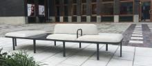 Nolas soffa Plymå betong på prisbelönt torg