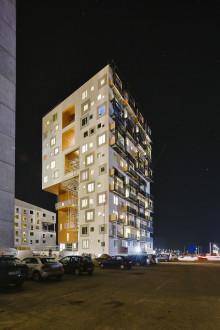 Ungdomsbolighøjhuset på Aarhus havn er blevet longlistet til den prestigefulde engelske bæredygtighedspris WAN Sustainable Buildings Award 2012