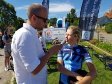 Landsvägs-SM linje: Wilma Olausson svensk juniormästare. Herr elit startar kl. 12.00