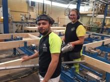 Tack vare 23 nationaliteter kan fabriken i Vrigstad växa