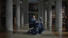 Stephen Hawking uppmuntrar till fysisk aktivitet