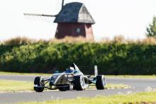 Söderström har guldvittring i Formel Renault 1,6 efter dubbelseger på Kinnekulle Ring