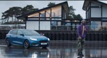 Az új Ford Focus ST izomautó és a rapsztár Blakie izgalmas kalandja a versenypályán