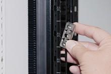 Unik fæstning til IT-rack