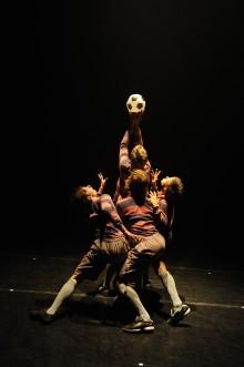 Fotboll och dans i snygg förening på Lunds Stadsteater