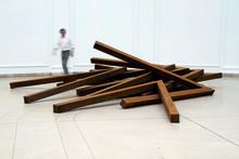 Wetterling Gallery presenterar stolt den internationellt erkända konstnären Bernar Venet