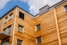 Inflyttning har påbörjats i Växjös senaste träbyggnad, kvarteret Ekologen
