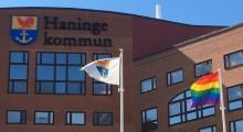 Haninge kommun flaggar med regnbågsflaggan