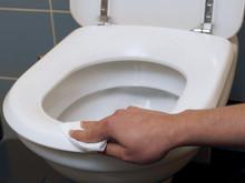 Smutsiga toaletter gör att barnen håller sig i skolan