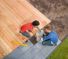 9 av 10 använder sommaren till hemmafix − Populäraste projekten: bygga uteplats, måla huset och tapetsera