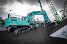 Kobelco viser frem automatisert gravemaskin og Engcon tiltrotator under Bauma