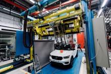 Volvo Cars och POC utvecklar världens första bil-cykel-krocktest för cykelhjälmar