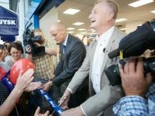 Lars Larsen klipper snoren til første citybutik i Jylland