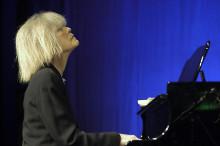 Carla Bley Trio med sprillans nytt material och svenska jazzeliten i en tribute till Carla Bley