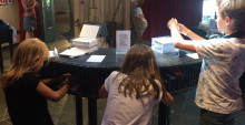 Succé när barn och en och annan vuxen fick tissla & tassla i Junibackens Paviljong!