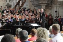Körsångare till insamlingskonsert med Sonja Aldén och Shirley Clamp
