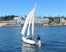 Se kölfri segelbåt på Kalmar Båtmässa