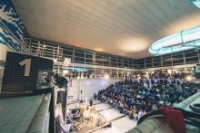 NEUSICHT taucht wieder auf im Luzerner Hallenbad - Viva con Agua ARTS zum dritten Mal in der Schweiz