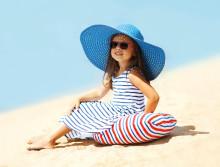 """Stora Synundersökningen 2017 från Synoptik visar: Bara en av fem föräldrar skyddar sina barn med solglasögon """"UV-strålningen kan leda till kvarstående skador livet ut"""""""