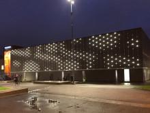 """Invigning 25 oktober av konstverket """"Huset Drömmer"""" – ljusanimation på Tegelbrukets fasad"""