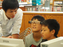 Elementary School Students Use Moverio Smart Glasses as Class Communication Tool