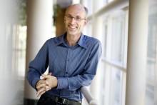 IBM Fellow ja tutkija Stuart Parkin vastaanottaa Millennium-teknologiapalkinnon