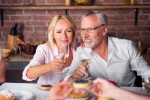 Mindre stress - men mer alkohol och småätande på semestern