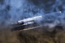 E-cigaretter tveksam som rökavvänjningsmetod, orsakar hälsofarlig kärlstyvhet