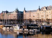 Mellan 18 033 och 75 488  kronor per kvadratmeter för en bostadsrätt i Stockholms län