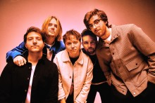 "Brittiska rockbandet Nothing But Thieves släpper nya singeln ""Is Everybody Going Crazy?"""