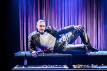 Machomannen Qarl Qunt tillbaka på Dansens Hus