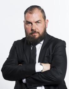 Alexander Axén förlänger avtalet med C More