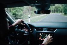 Nicht nur auf der Fahrt in den Urlaub: Ablenkung ist Ursache für jeden dritten tödlichen Verkehrsunfall
