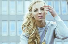 """Luta dig bakåt och ta det lugnt i kön, nya singeln """"Ta det långsamt"""" från SYSTER SOL släpps idag och 16 juni spelar hon på Mosebacketerrassens säsongspremiär"""