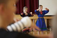 Möten i dans på alla hjärtans dag – Sameskolan i Kiruna möter Sameskolan från Karesuando
