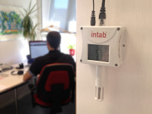 Fjärrövervaka via trådbundet nätverk eller WiFi
