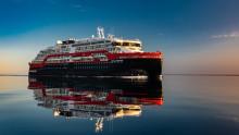 MS Roald Amundsen med historisk milepæl: Første hybridskip gjennom Nordvestpassasjen