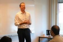 Anders Ygeman (s) besöker Hermods SFI i Kista