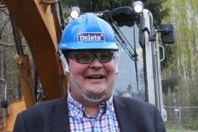 Kauppaneuvos Jethro vierailee kauden avausjaksossa Deleten purkutyömaalla