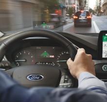 Nyári napforduló? A vadonatúj Ford Focusban a sugárhajtású vadászgépek technológiája oldja meg kápráztató napsütés okozta problémát
