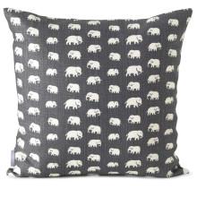 Elefantmönstret lanseras i nya färger på tapet och textil