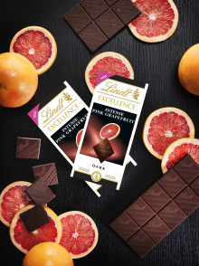 Vårens uppfriskande nyhet i chokladhyllan... Upptäck nya Lindt Excellence Pink Grapefruit Intense.