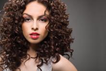 Skåner håret og gir spenstige krøller