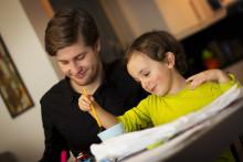Låt oss hjälpa dig med barnpassning, Erik Lindegren!