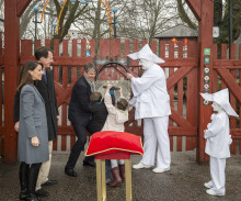 D.K.H. Prins Joachim, Prinsesse Marie og børn åbnede Bakken i dag - find billeder her!