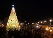 Stimmungsvolles Einkaufserlebnis am 1. Advent in Mettlach Illuminierung des Weihnachtsbaumes, Adventsmarkt und tolle Angebote