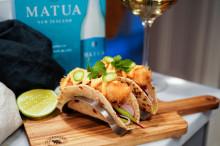 Bryt av påskmaten med @SwedishFoodies fräscha fish taco och ett glas Matua Sauvignon Blanc